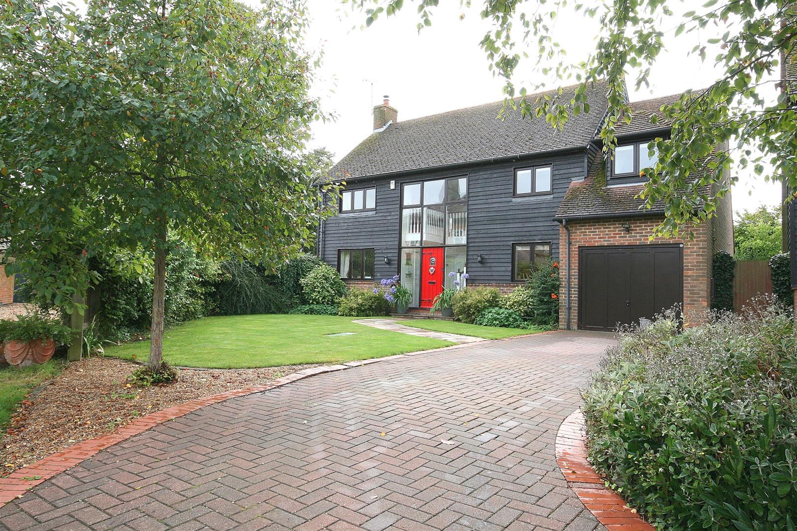 4 Bedrooms Detached House for sale in Bury Farm Close, Slapton, Bucks.